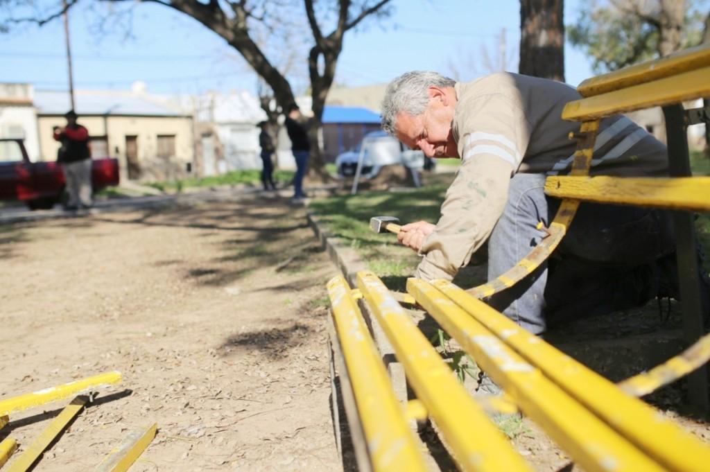 Avanza la puesta en valor de Plaza Malvinas Argentinas en barrio Los Hornos
