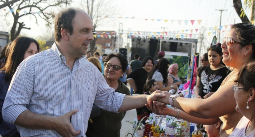 Corral estuvo en el festejo de un nuevo aniversario del barrio Alto Verde