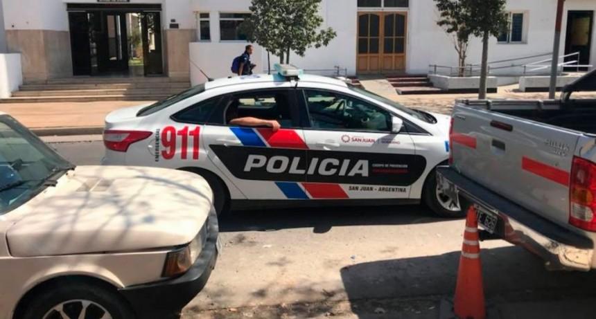 Una ex Reina del Sol escrachó a un grupo de policías que la acosaron