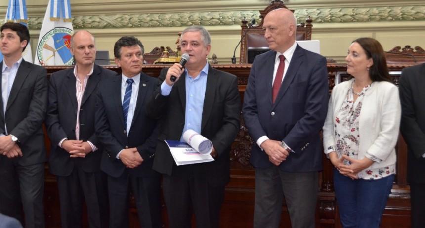 Alberto Cejas fue reconocido por la Legislatura santafesina