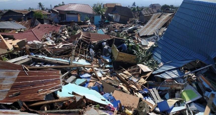 Más de 800 muertos por los terremotos y el tsunami en Indonesia