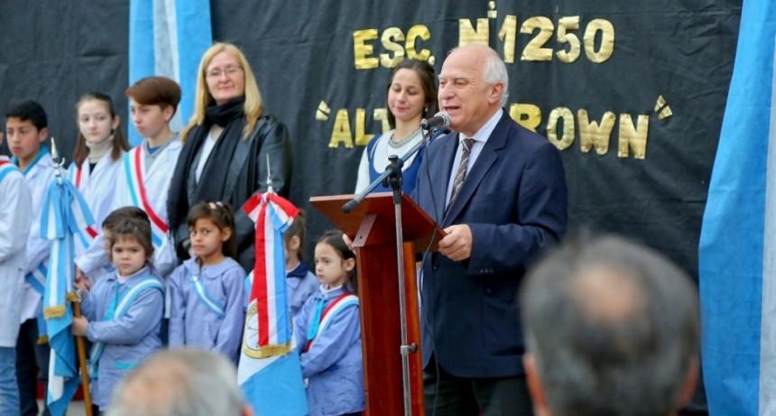 Lifschitz participó del acto por el centenario de la Escuela Almirante Brown