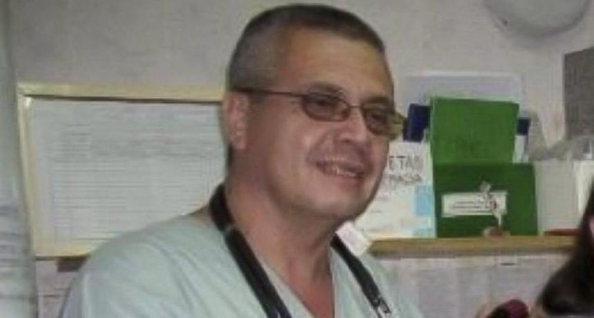 Aplausos y lágrimas en el adiós al primer médico de la provincia que falleció de Covid-19