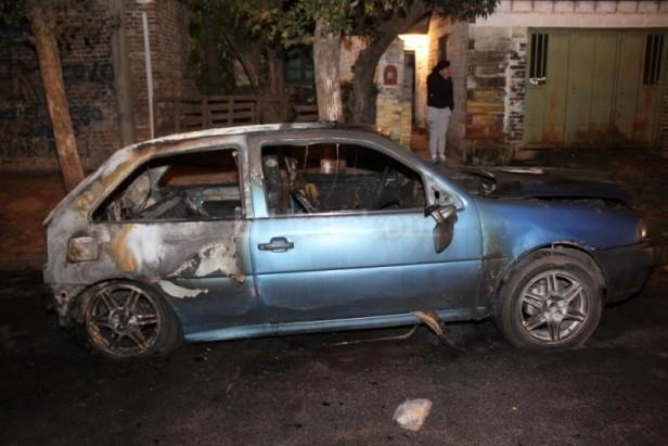 Quemaron un auto en Barrio Roma