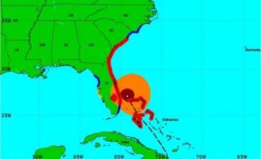 El huracán Matthew se debilitó a categoría 3 cerca de Florida