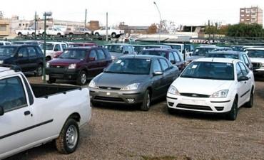 Caen las ventas y los precios de los autos usados, pero hay