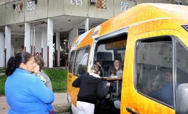 La Oficina Móvil del Municipio llega a René Favaloro y Las Flores con información sobre los trámites del Anses