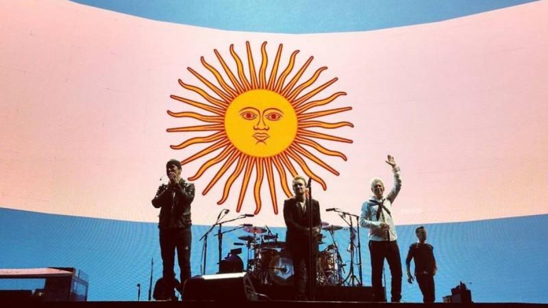 U2 celebró la clasificación de Argentina en pleno show