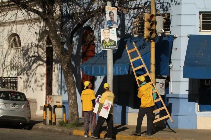 Municipalidad notificó a los partidos y realizan la remoción de propaganda