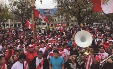 ¡Banderazo peruano en Once!
