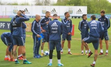 Sampaoli probó un primer equipo pensando en Perú