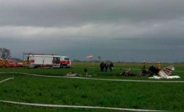 Una avioneta tocó un cable, cayó a tierra y murió el piloto