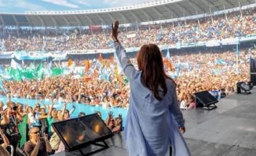 Denunciaron que barras de Racing custodiaron el acto de Cristina Kirchner