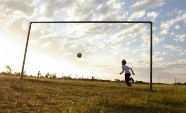 Los niños de La Tablada quieren su propia cancha de fútbol