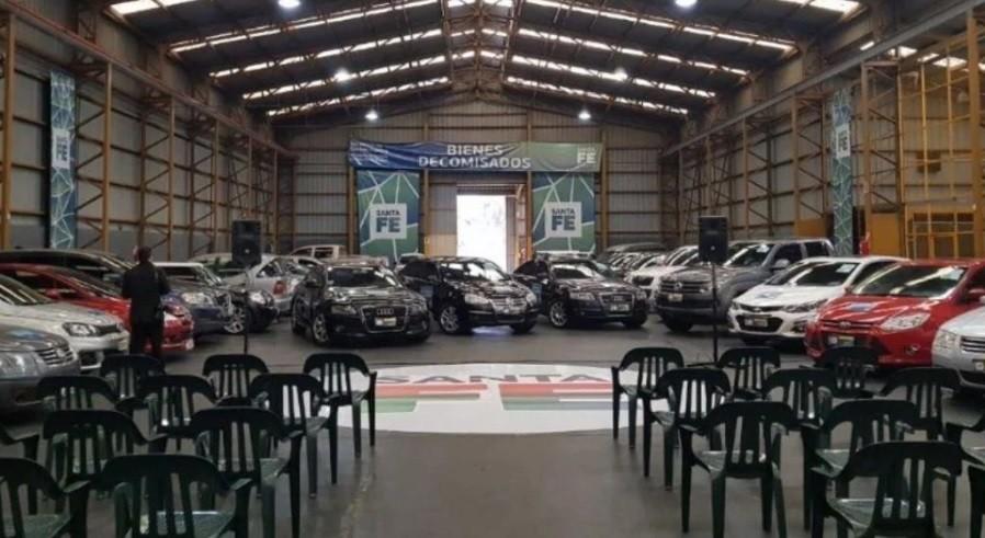 Subastarán autos incautados a delincuentes en Rosario