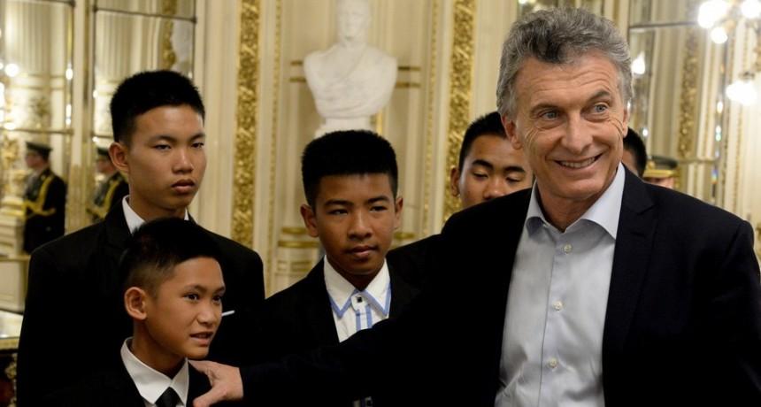 Macri se reunió con los chicos tailandeses que estuvieron atrapados en una cueva