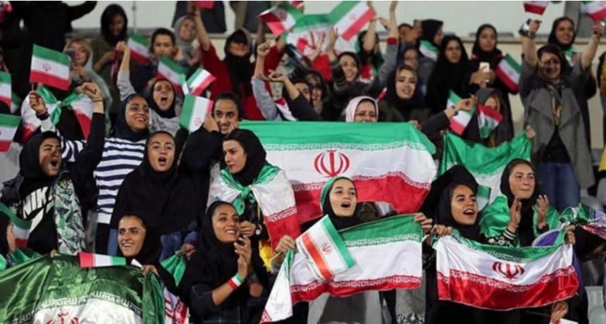 Mujeres de Irán pudieron ir a una cancha de fútbol por primera vez en 40 años
