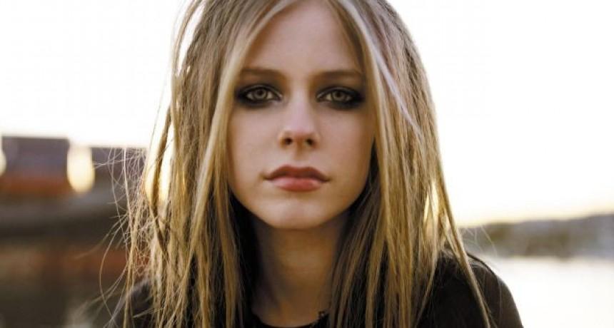 Avril Lavigne reveló su dura lucha contra una enfermedad