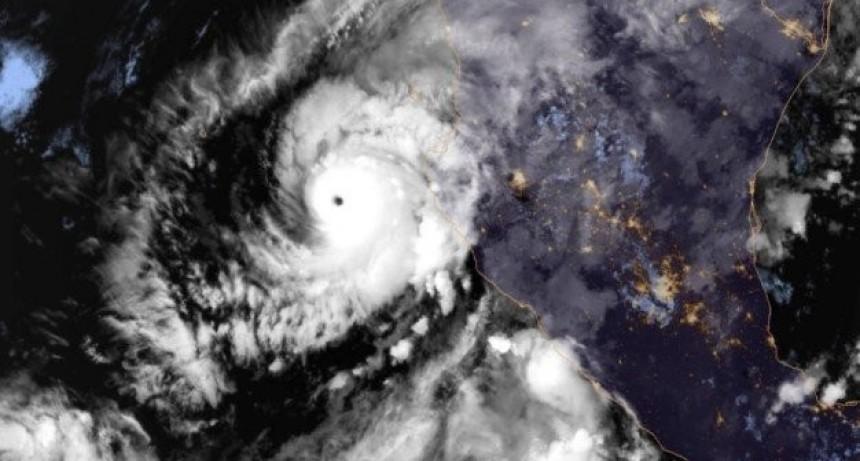 Willa, el huracán que subió a categoría 5 y tocará la costa occidental de México