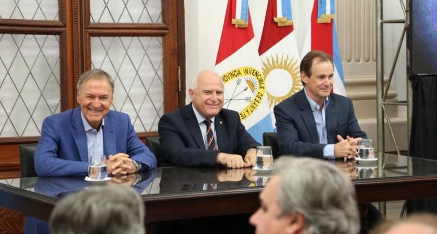 Firmaron un convenio para la construcción de un acueducto interprovincial entre Santa Fe y Córdoba