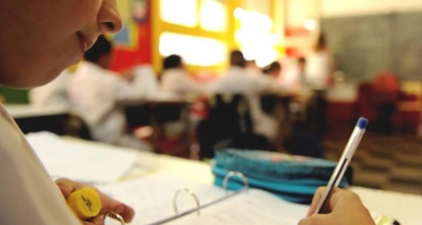 En una clase de educación sexual, nueve alumnas se animaron a denunciar los abusos de un maestro