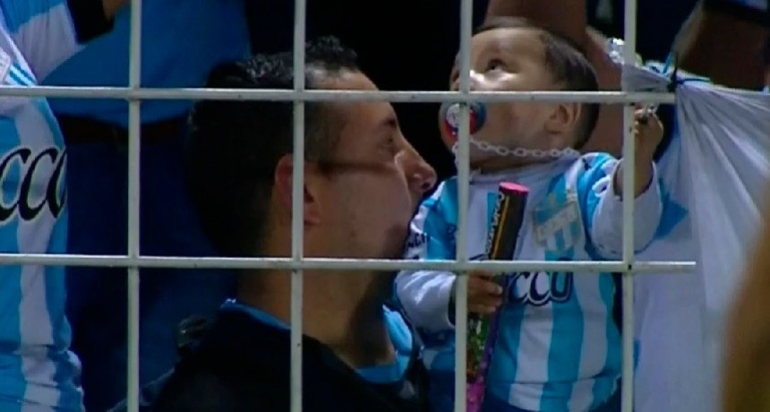 Le dieron una bengala a un bebé durante el partido entre Atlético Tucumán e Independiente