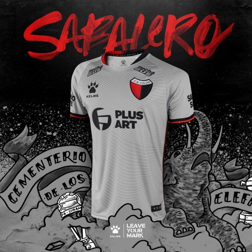 Kelme presentó una nueva camiseta alternativa de Colón