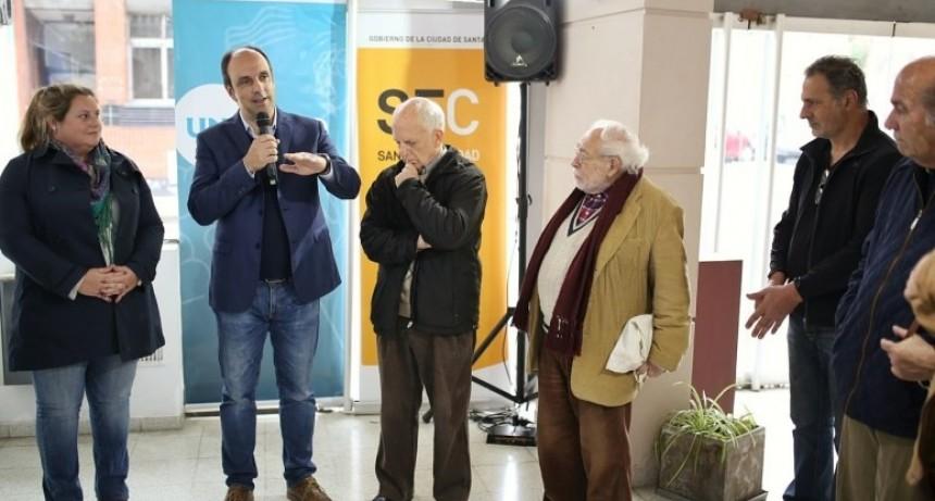 Rindieron homenaje al escritor Juan José Saer