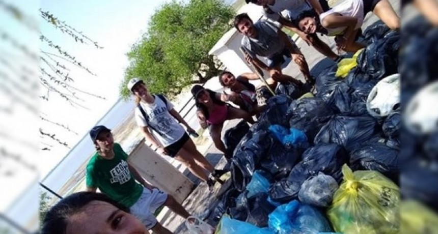 Un grupo de santafesinos limpió la Laguna Setúbal