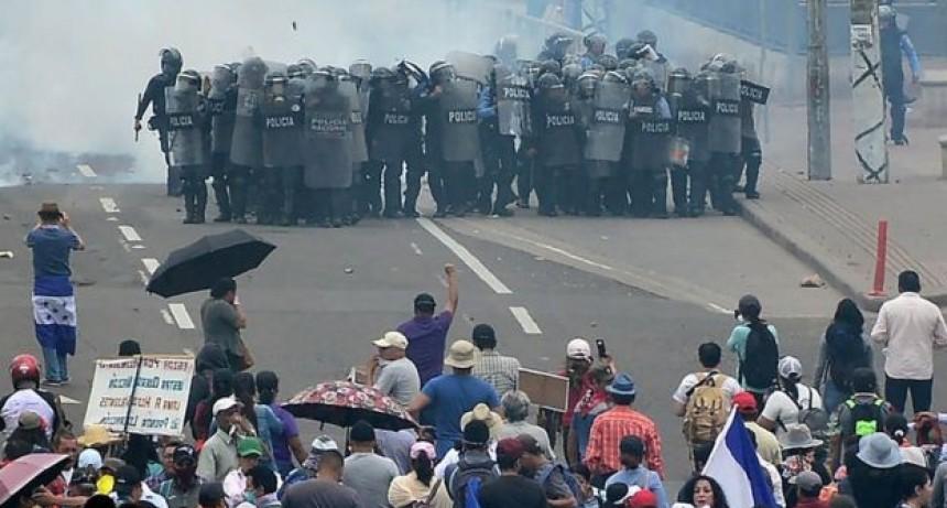 A pesar del toque de queda, no cesan las protestas en Chile