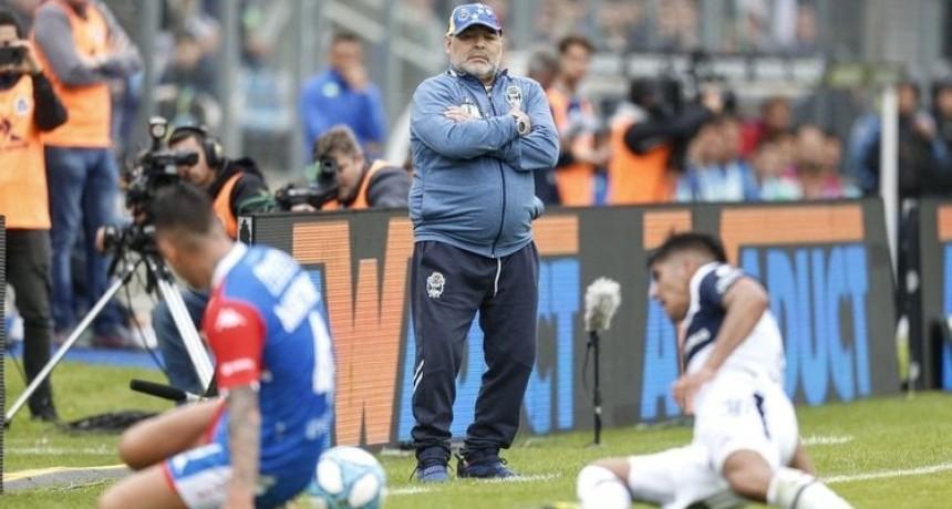 El Gimnasia de Maradona cayó ante Unión de local y se hunde en la tabla de descenso