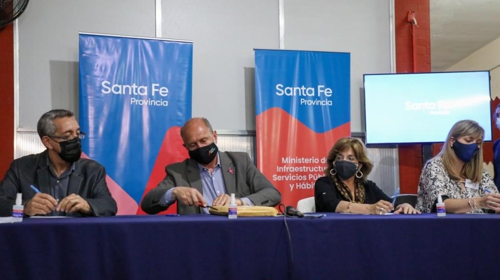 Perotti inauguró el área de mamografías y licitó la refuncionalización del área de internación del Hospital Sayago