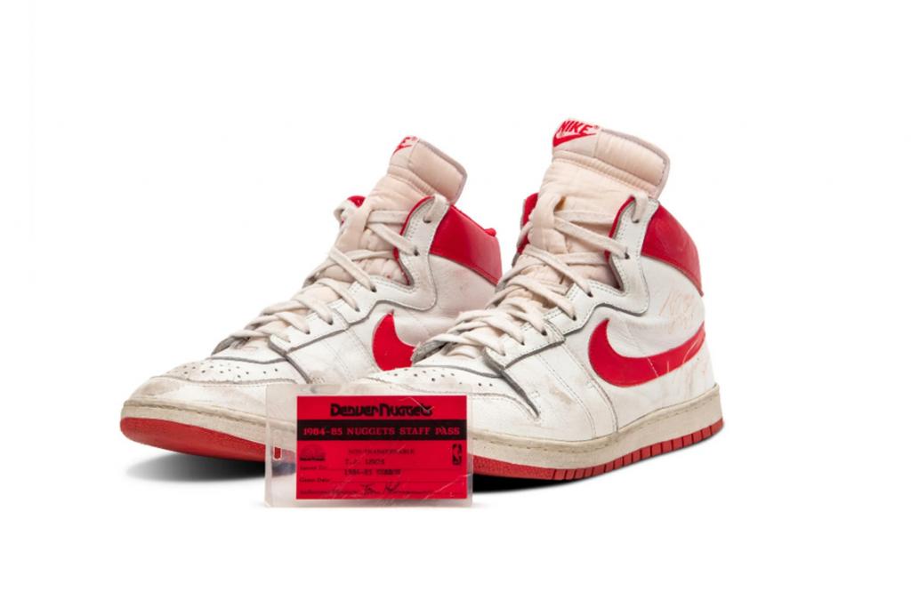 Millonaria subasta de un par de zapatillas de Michael Jordan