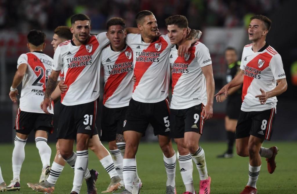 River goleó a Argentinos Juniors y se aleja cada vez más