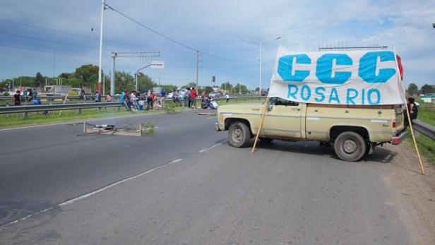 Siete piquetes complican el ingreso a la ciudad de Rosario