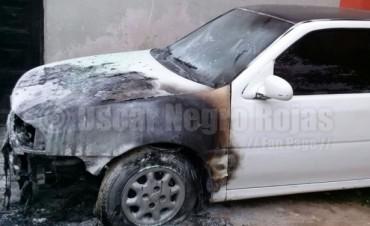 Incendiaron otro automóvil en Barrio Villa Hipódromo