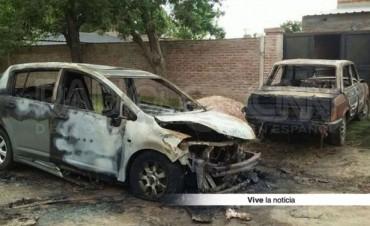 Incendiaron dos autos estacionados en la vía pública en Santo Tomé