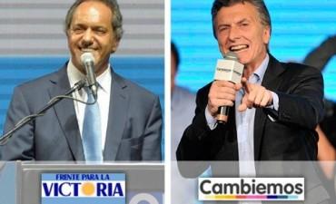 Scioli y Macri cierran sus campañas electorales con vistas al balotaje