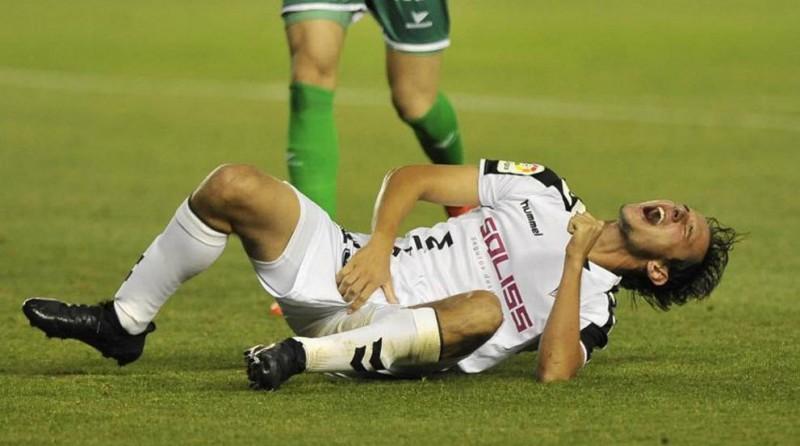 Bíttolo recibió diez puntos de sutura en el pene tras una lesión