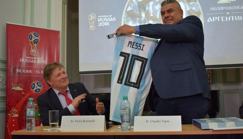 Claudio Tapia recibió el primer Fan ID para el Mundial