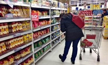 El consumo en hipermercados subió por primera vez en el año