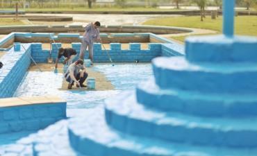 Continúa la puesta en condiciones de los piletones de los Parques Garay y Sur