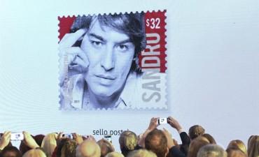 Lanzaron un sello postal con el rostro de Sandro