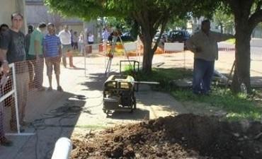Se licita la tercera etapa de obras de cloacas para el barrio Los Hornos