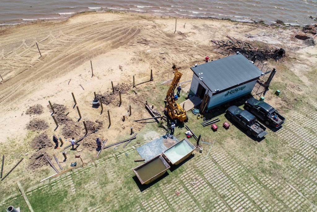 Comenzaron a instalarse los nuevos paradores en las playas