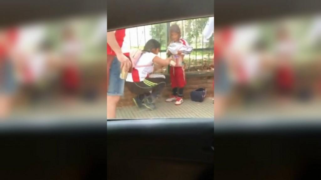 Detuvieron a la mujer que le pegó bengalas al cuerpo de su hijo
