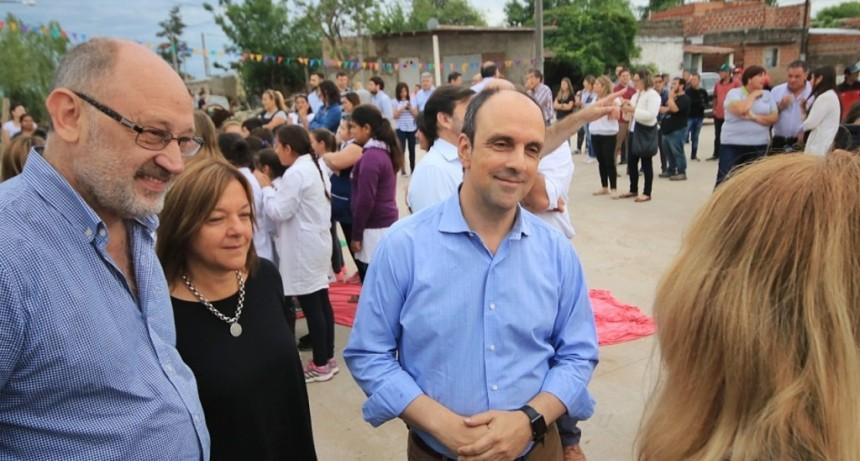 Corral inauguró pavimentación en barrio 12 de Octubre