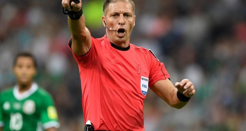 Un árbitro mundialista avisó que quiere pegar el salto a la política