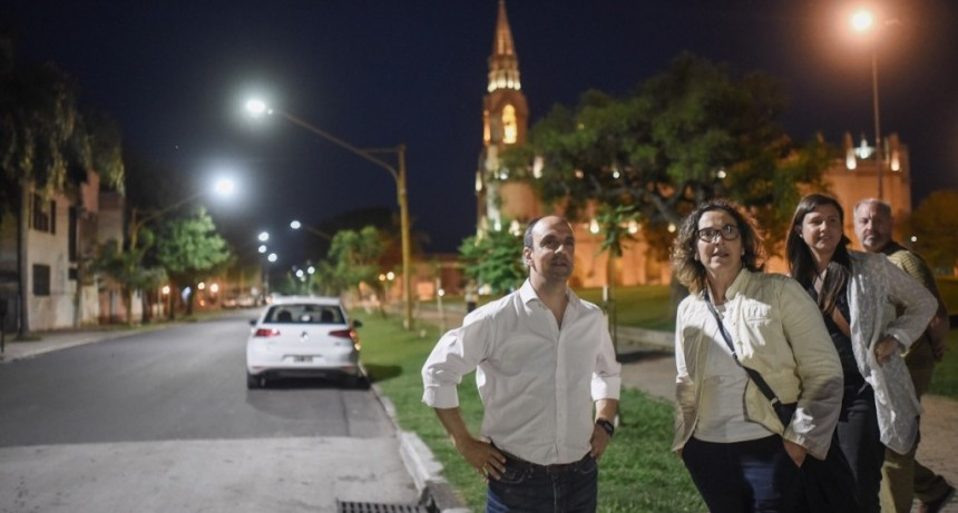 Corral inauguró obras de iluminación led en el noreste de la ciudad