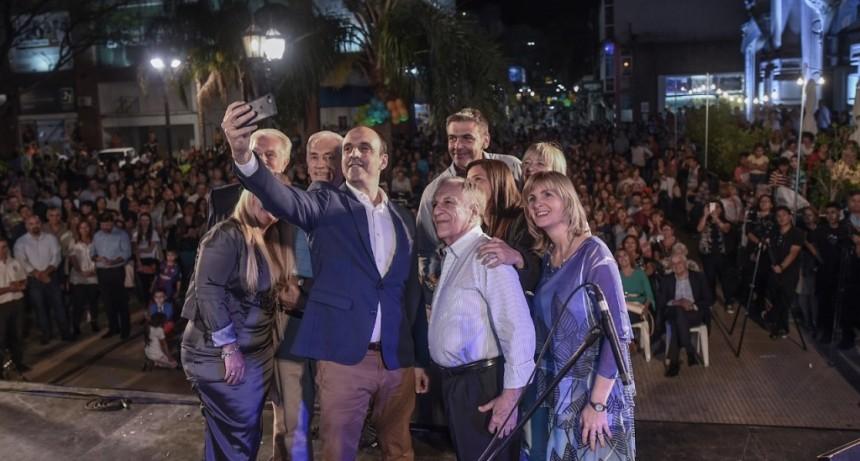 Comerciantes, vecinos y funcionarios participaron de la inauguración de las obras en la Peatonal